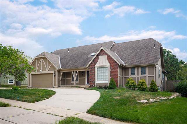 10688 Riggs Street, Overland Park, KS 66212 (#2337745) :: Eric Craig Real Estate Team
