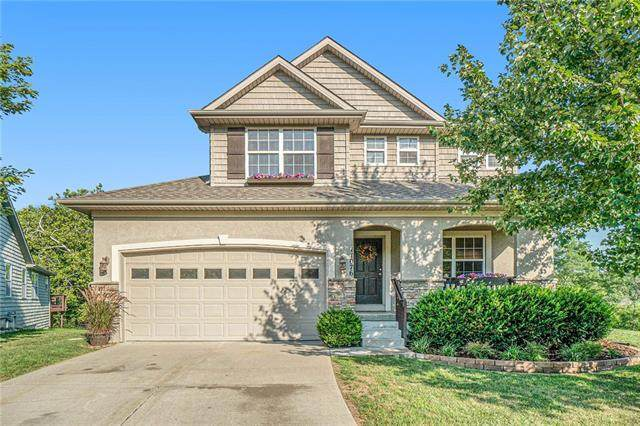 11076 Whispering Lane, Kansas City, KS 66109 (#2337786) :: Tradition Home Group | Compass Realty Group