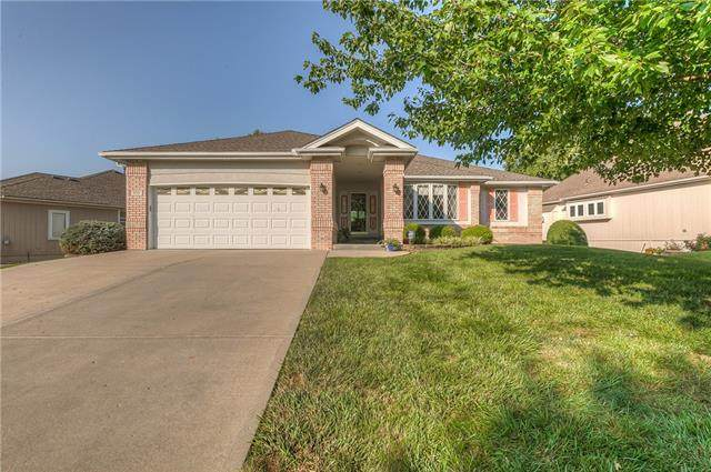 915 Oakmont Drive, Lansing, KS 66043 (#2337811) :: Ron Henderson & Associates