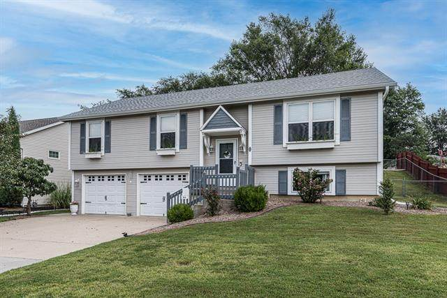 4405 Broadway Terrace, Leavenworth, KS 66048 (#2337844) :: Ask Cathy Marketing Group, LLC