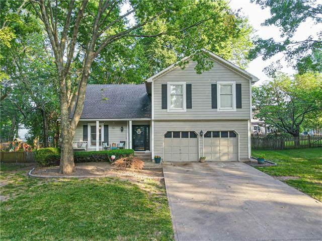 5711 W 157th Terrace, Overland Park, KS 66223 (#2337879) :: Eric Craig Real Estate Team