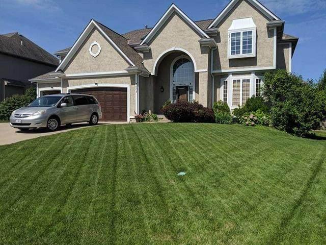 2605 SW Regency Drive, Lee's Summit, MO 64082 (#2337924) :: Eric Craig Real Estate Team