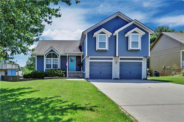 3833 SW Windsong Drive, Lee's Summit, MO 64082 (#2337930) :: The Shannon Lyon Group - ReeceNichols