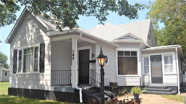 107 W 2nd Avenue, Garnett, KS 66032 (#2337938) :: Austin Home Team