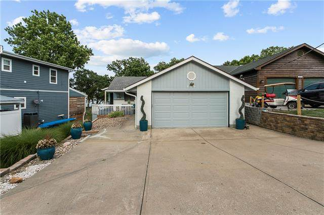 869 NW South Shore Drive, Lake Waukomis, MO 64151 (#2337986) :: Dani Beyer Real Estate