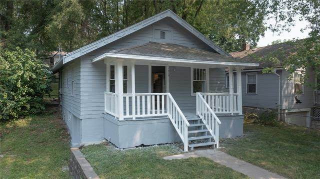 1819 S Hawthorne Avenue, Independence, MO 64052 (#2338077) :: Dani Beyer Real Estate