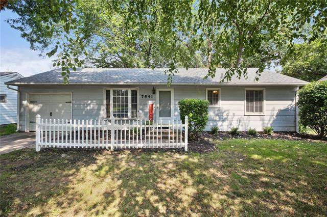 7541 Walmer Street, Prairie Village, KS 66204 (#2338110) :: The Shannon Lyon Group - ReeceNichols