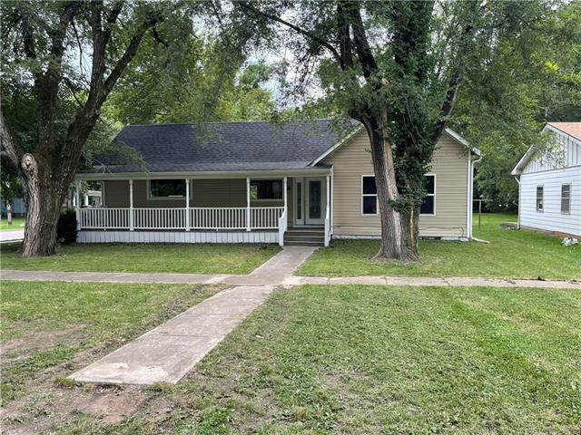 8 S Fulton Street, Butler, MO 64730 (#2338304) :: Dani Beyer Real Estate