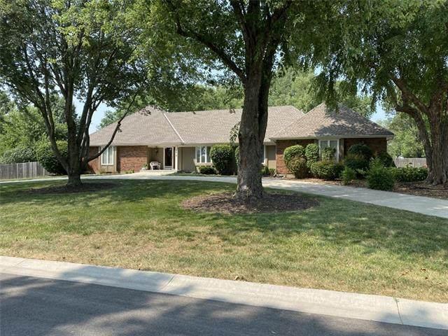 4012 W 138th Street, Leawood, KS 66224 (#2338326) :: Austin Home Team