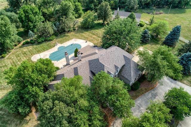 6901 W 180th Street, Stilwell, KS 66085 (#2338508) :: Austin Home Team