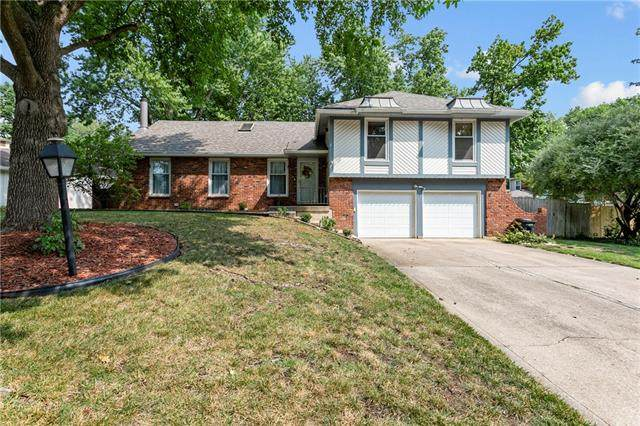 4710 NW Coves Drive, Kansas City, MO 64151 (#2338655) :: Austin Home Team
