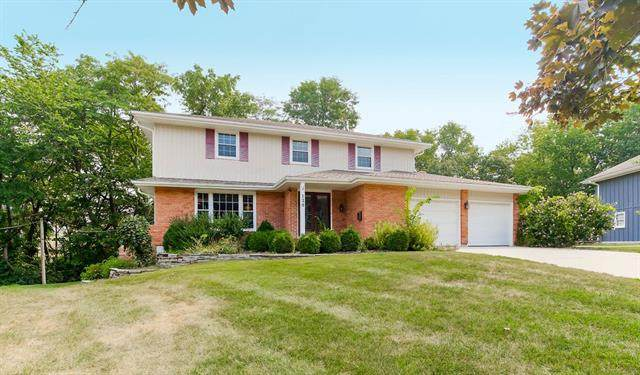 120 E 104th Street, Kansas City, MO 64114 (#2338711) :: Tradition Home Group | Compass Realty Group
