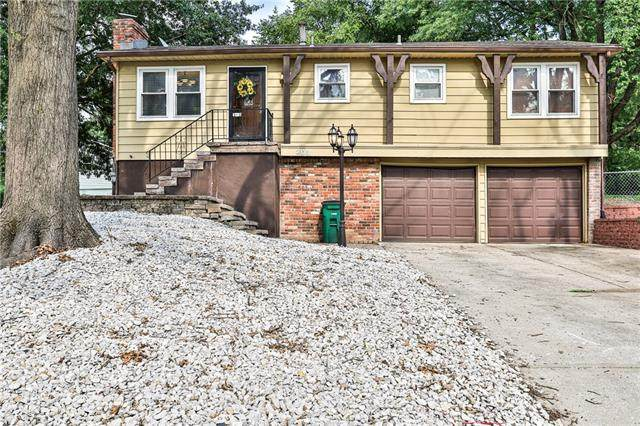 203 Richardson Place, Lee's Summit, MO 64086 (#2338756) :: Dani Beyer Real Estate