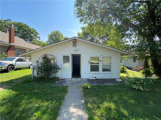 1127 S Hocker Avenue, Independence, MO 64050 (#2338916) :: Tradition Home Group | Compass Realty Group
