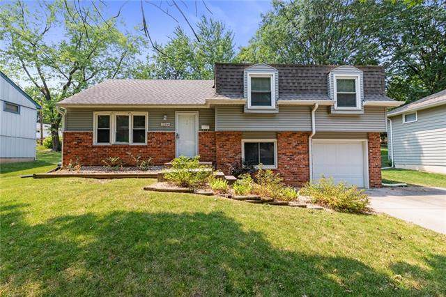 9622 Eby Street, Overland Park, KS 66212 (#2338938) :: Dani Beyer Real Estate