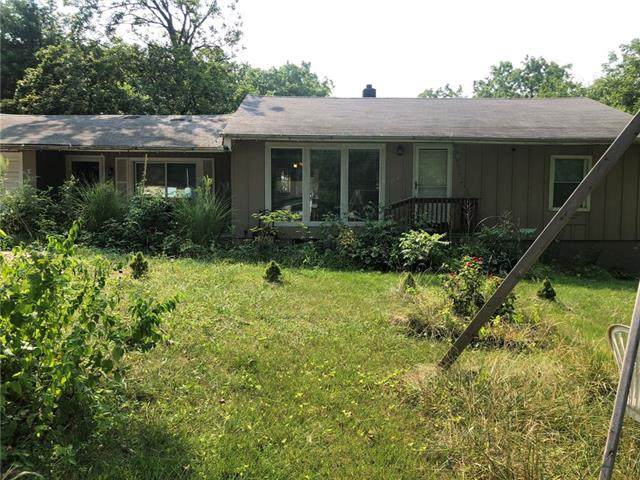 7840 Smalley Avenue, Kansas City, MO 64138 (#2339043) :: Dani Beyer Real Estate