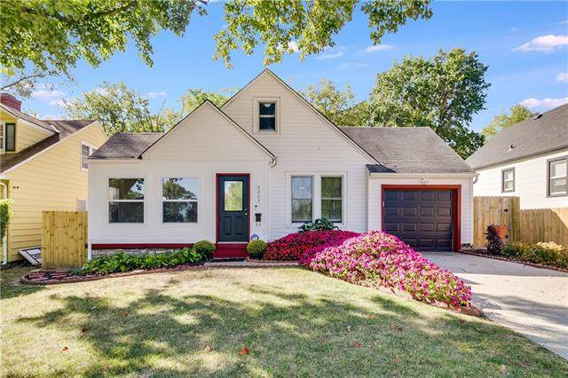 4203 E 67th Street, Kansas City, MO 64132 (#2339205) :: Team Real Estate