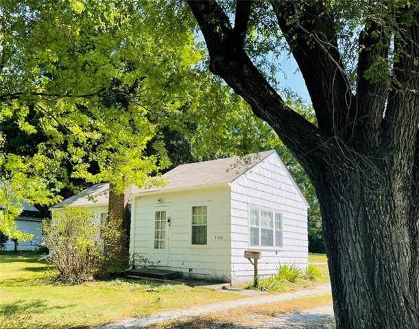 13807 Belmont Avenue, Grandview, MO 64030 (#2339400) :: The Gunselman Team