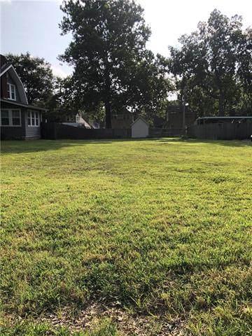 7613 Main Street, Kansas City, MO 64114 (#2339996) :: SEEK Real Estate
