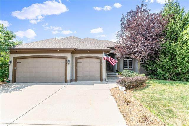 6640 NW Hickory Drive, Parkville, MO 64152 (#2340047) :: Audra Heller and Associates