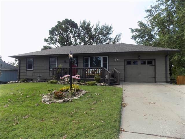 1302 Carrol Drive, Pleasant Hill, MO 64080 (#2340069) :: Austin Home Team