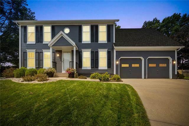 12704 Garnett Street, Overland Park, KS 66213 (#2340074) :: Tradition Home Group | Compass Realty Group
