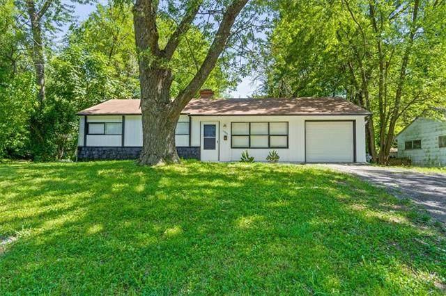 11303 Bristol Terrace, Kansas City, MO 64134 (#2340138) :: Ron Henderson & Associates