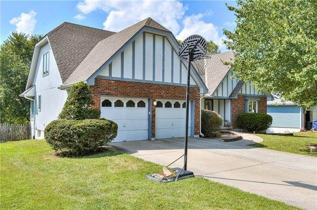 1817 NW Westbrooke Drive, Blue Springs, MO 64015 (#2340278) :: The Shannon Lyon Group - ReeceNichols