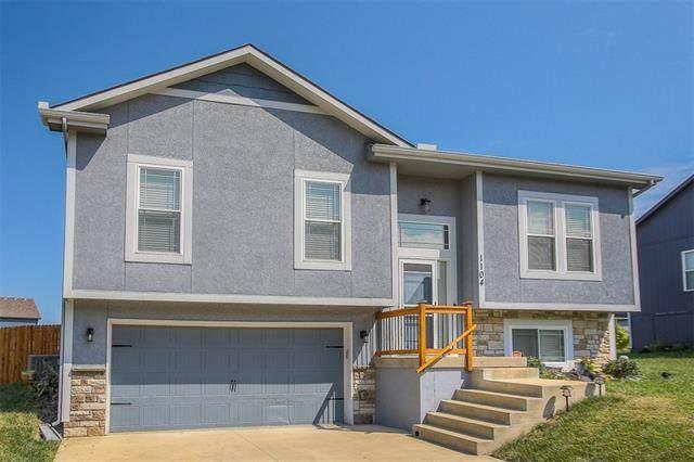 1104 SW 10th Terrace, Oak Grove, MO 64075 (#2340337) :: Dani Beyer Real Estate