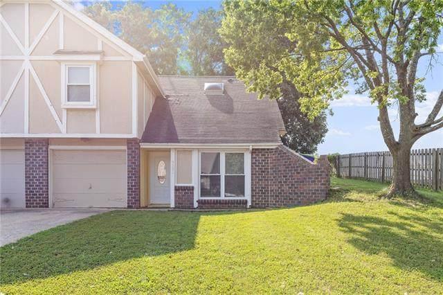 9531 W 77th Terrace, Overland Park, KS 66204 (#2340477) :: Ron Henderson & Associates