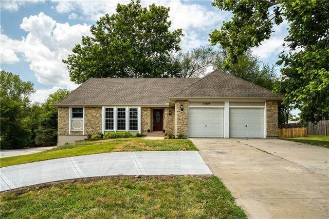 10408 Antioch Road, Overland Park, KS 66212 (#2340482) :: Austin Home Team