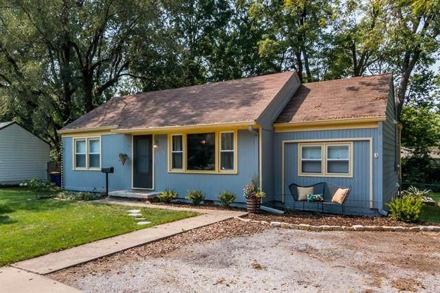 8132 Mackey Street, Overland Park, KS 66204 (MLS #2340486) :: Stone & Story Real Estate Group