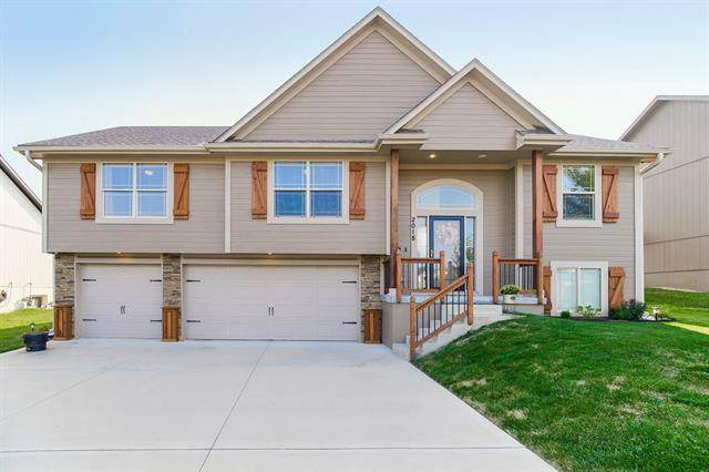 2018 NW Hedgewood Drive, Grain Valley, MO 64029 (#2340510) :: Tradition Home Group | Compass Realty Group