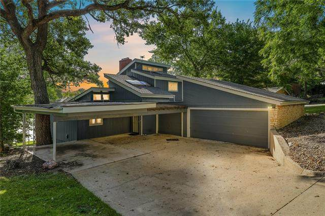 7907 NW Westside Drive, Weatherby Lake, MO 64152 (#2340525) :: Tradition Home Group | Compass Realty Group