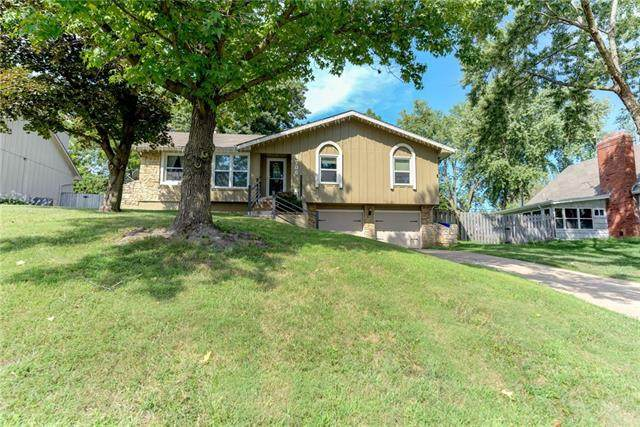 4706 Switzer Road, Shawnee, KS 66203 (#2340986) :: Dani Beyer Real Estate