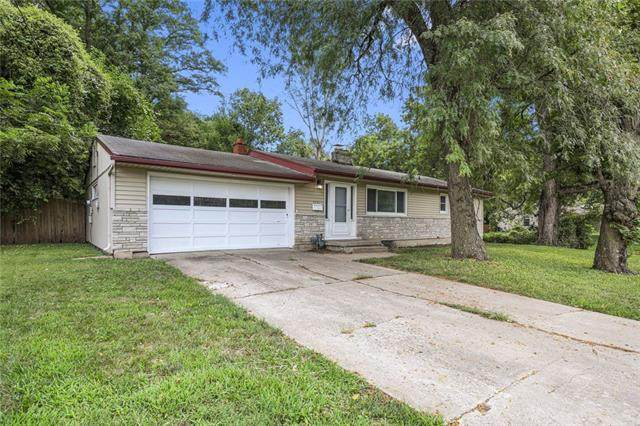 5121 Sterling Avenue, Raytown, MO 64133 (#2341011) :: Tradition Home Group | Compass Realty Group