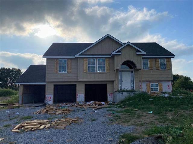 11928 N White Avenue, Kansas City, MO 64156 (#2341130) :: Ron Henderson & Associates
