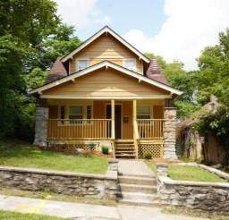 2020 E 48th Terrace, Kansas City, MO 64130 (#2341223) :: Austin Home Team