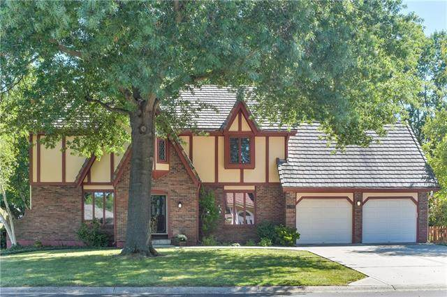 3623 NW Blue Jacket Drive, Lee's Summit, MO 64064 (#2341264) :: The Shannon Lyon Group - ReeceNichols