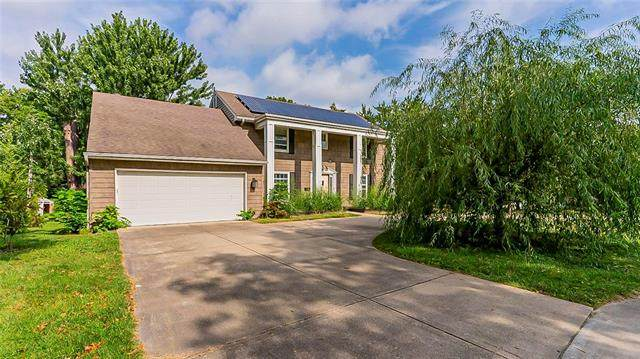 10516 Bridlespur Drive, Kansas City, MO 64114 (#2341288) :: Tradition Home Group | Compass Realty Group