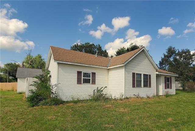 200 E Walnut Avenue, Blue Mound, KS 66010 (#2341375) :: Ron Henderson & Associates