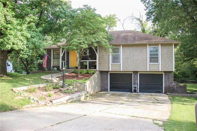 6801 NW Pleasant View Drive, Parkville, MO 64152 (#2341385) :: Dani Beyer Real Estate