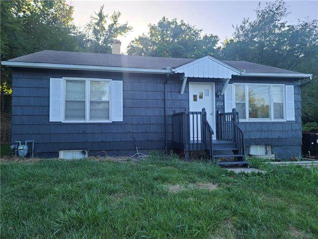 2722 S Vermont Street, Independence, MO 64052 (#2341536) :: Dani Beyer Real Estate