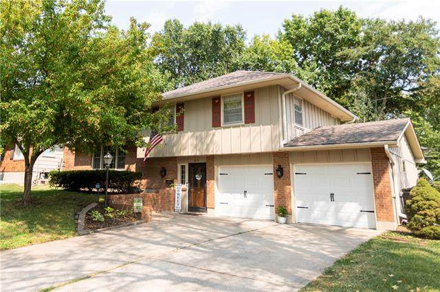 3917 Queen Ridge Drive, Independence, MO 64055 (#2341737) :: Tradition Home Group | Compass Realty Group