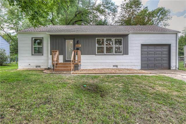11517 W 68th Street, Shawnee, KS 66203 (#2341792) :: The Kedish Group at Keller Williams Realty