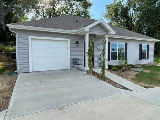 856 NE 66th Street, Gladstone, MO 64118 (#2341838) :: Tradition Home Group | Compass Realty Group