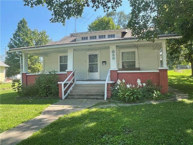 206 N Campbell Street, Pleasant Hill, MO 64080 (#2341848) :: Austin Home Team