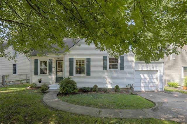 8328 Belleview Avenue, Kansas City, MO 64114 (#2341903) :: Ron Henderson & Associates