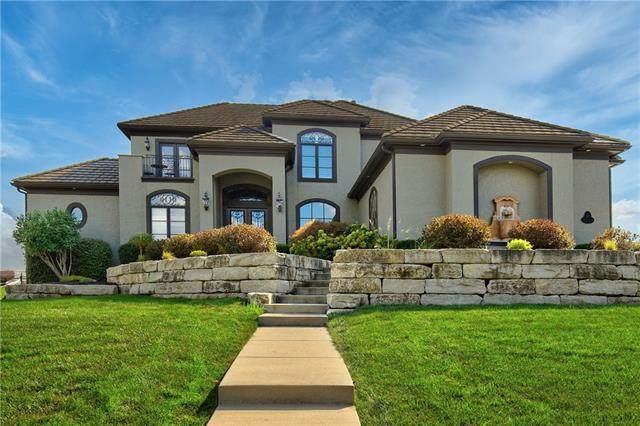 9743 Sunset Circle, Lenexa, KS 66220 (#2341924) :: Five-Star Homes