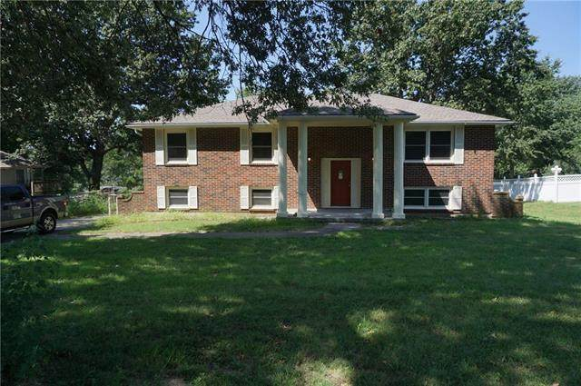 1814 N Redwood Drive, Independence, MO 64058 (#2342067) :: Ron Henderson & Associates
